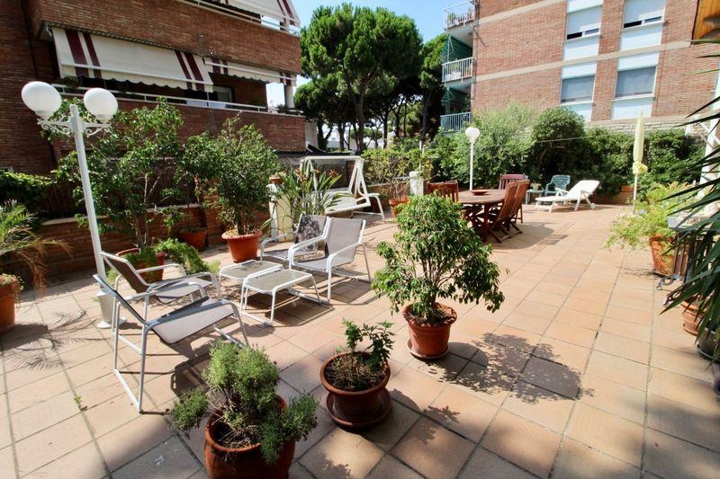 """""""Casa en la exclusiva urbanización PINEDA de Castelldefels, junto al mar."""