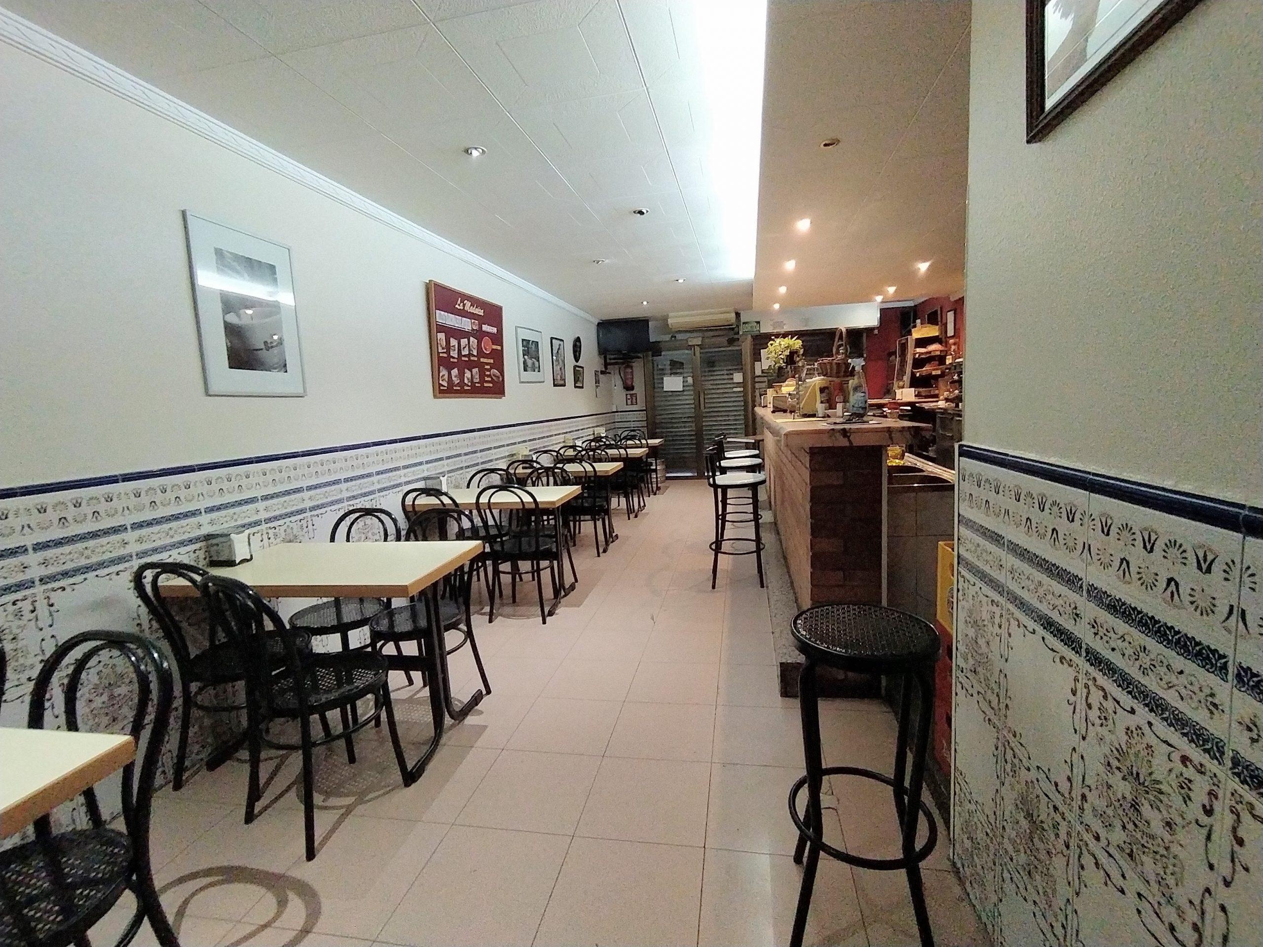 """""""Local céntrico de 60 m2 y en lugar de paso en Castelldefels, EN VENTA y ALQUILER…"""
